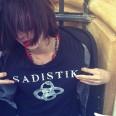 Asia Argento tshirt Sadistik HungrySnake borsa Givenchy Pandora