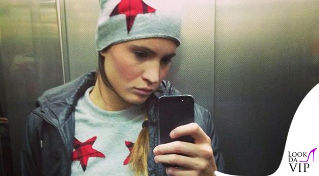 Carolina Marcialis tuta cappellino Safè990