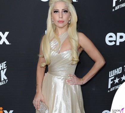 Lady Gaga abito Romona Keveza orecchini clutch Swarovski