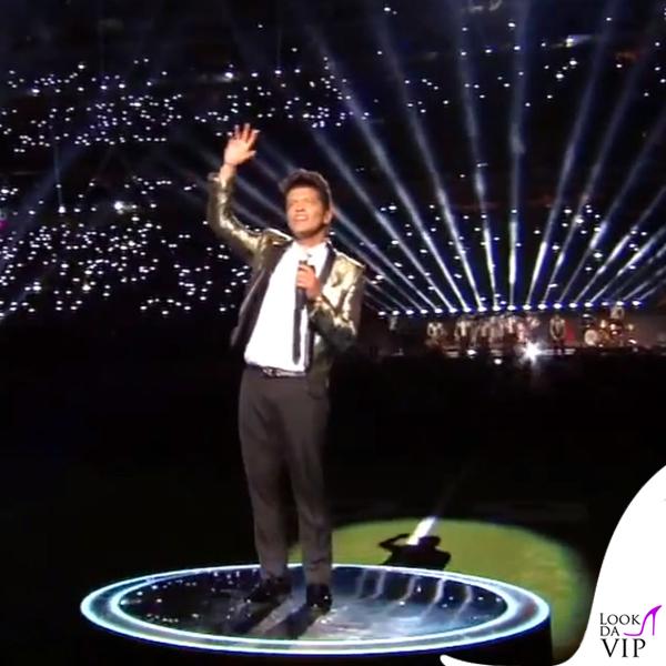 Bruno Mars Super Bowl giacca Yves Saint Laurent 6