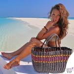 Alessia Reato costume Yamamay fascia Dunes slip Pixel mix borsa Carpisa Corinna