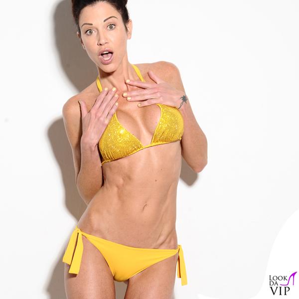 Federica Torti bikini Fisico sandali Rene Caovilla smalto Fabi