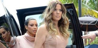 Kim Kardashian abito e sandali Alaia dolcevita Kardashian Kollection clutch Dolce&Gabbana Khloe Kardashian tuta Elisabetta Franchi décolleté Gianvito Rossi