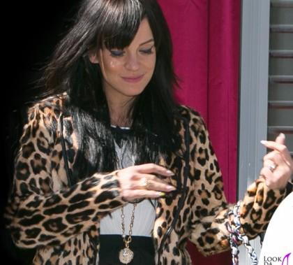 Lily Allen cappotto Ermanno Scervino abito borsa Chanel