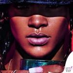 Rihanna Lui cappello Kenzo anelli Christian Dior 2