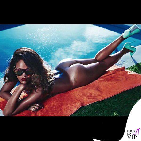 Rihanna Lui occhiali Phillip Lim anello Sabine G scarpe Manolo Blahnik asciugamano Tommy Hilfiger