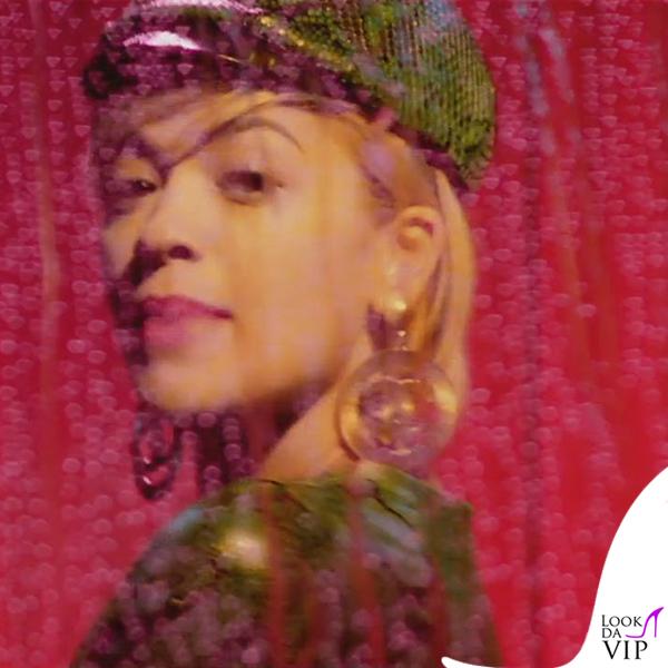 Rita Ora I Will Never Let You Down orecchini Chanel