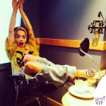 Rita Ora top Just Cavalli jeans Ashish sandali Sophia Webster 3