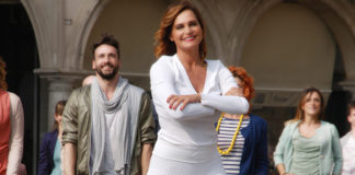 Simona Ventura abito Roberto Cavalli scarpe Pittarosso