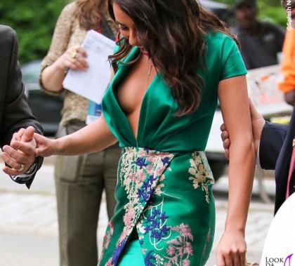 Lea Michele abito Blumarine sandali Schutz orecchini Jennifer Meyer 2