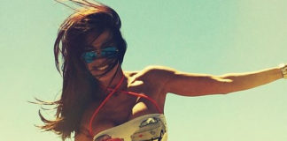 Melita Toniolo bikini Pepita Forte dei Marmi sneakers Colors of California
