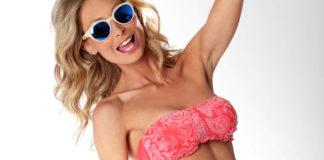 Silvia Abbate costume Bikini 77 occhiali Spektre bracciali Ego