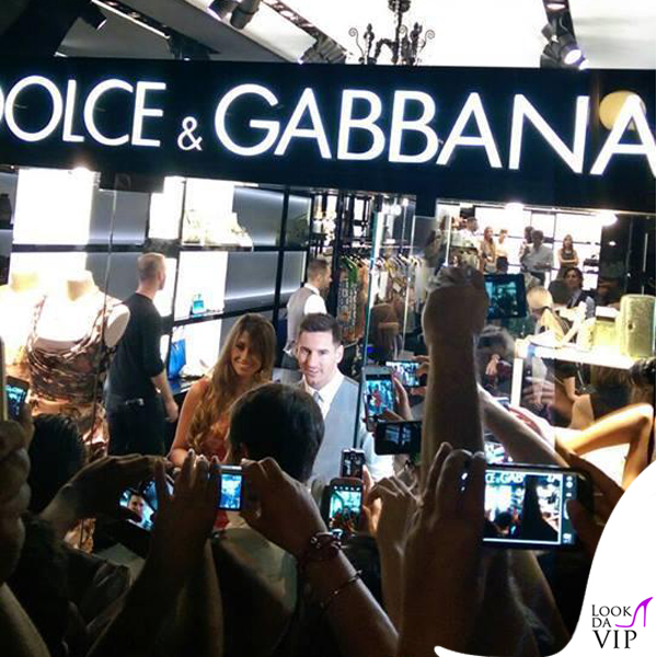 Lionel Messi Antonella Roccuzzo abito borsa Dolce e Gabbana 4
