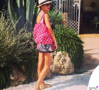 Cristina De Pin bikini e vestito Emamò borsa Cruciani