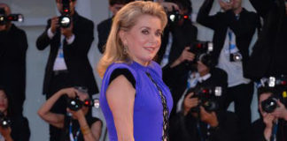 Catherine Deneuve Mostra del Cinema di Venezia abito Jean Paul Gaultier borsa Fendi Baguette