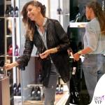 Belen Rodriguez giacca Caban Romantic jeans Levis borsa Celine 2
