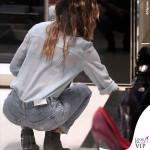 Belen Rodriguez giacca Caban Romantic jeans Levis borsa Celine 3