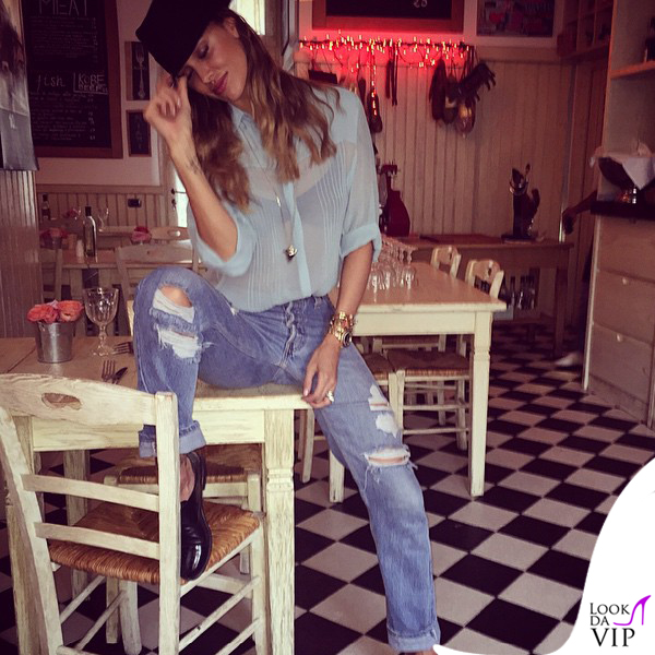 Petiti Bistro Belen Rodriguez giacca Caban Romantic jeans Levis borsa Celine