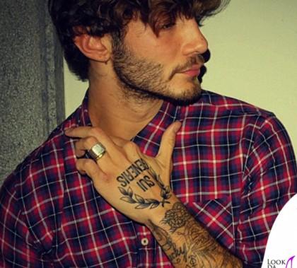 Stefano De Martino camicia Fred Mello tatuaggio SUI GENERIS