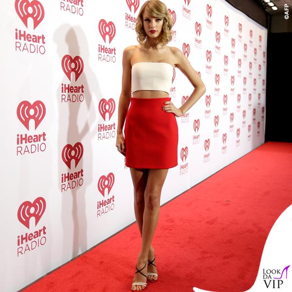 Taylor Swift top gonna Calvin Klein sandali Christian Louboutin 3