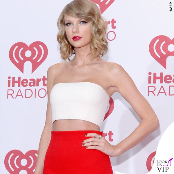 Taylor Swift top gonna Calvin Klein sandali Christian Louboutin