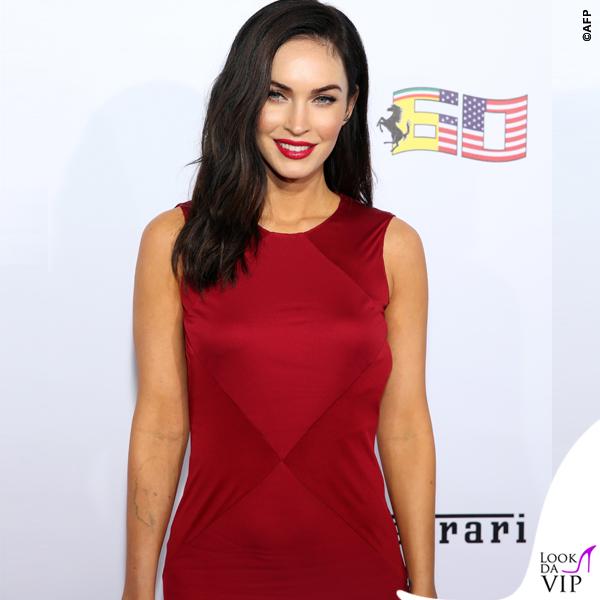 Megan Fox Ferrari abito Versace clutch Edie Parker 3