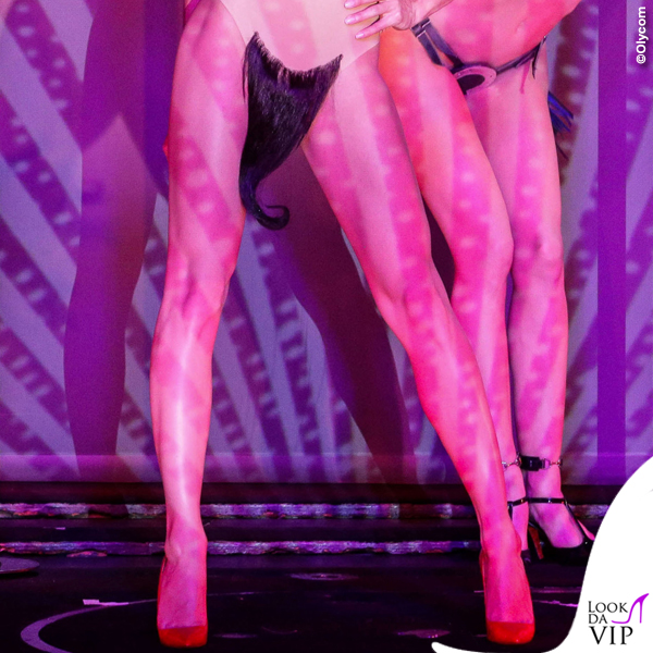 Conchita Wurst Crazy Horse abito Jean Paul Gaultier scarpe Louboutin 12