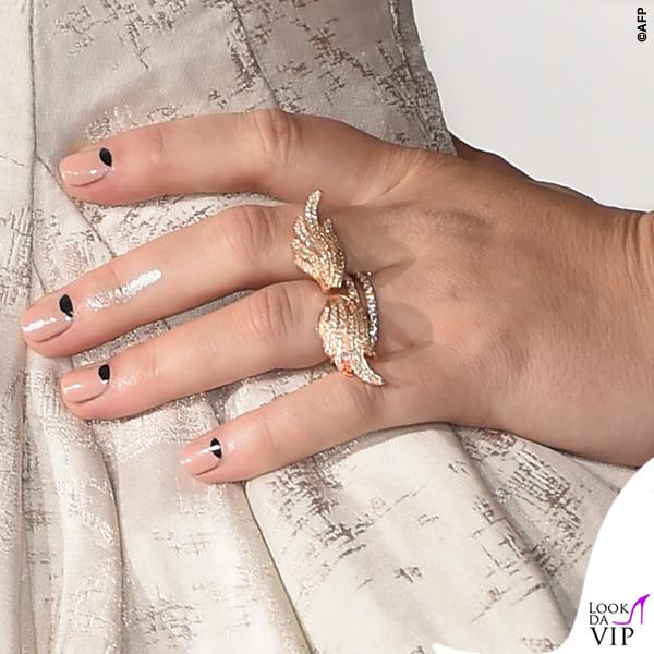 Jennifer Lawrence Hunger Games abito Dior scarpe Aquazzurra anelli Anita Ko clutch Roger Vivier