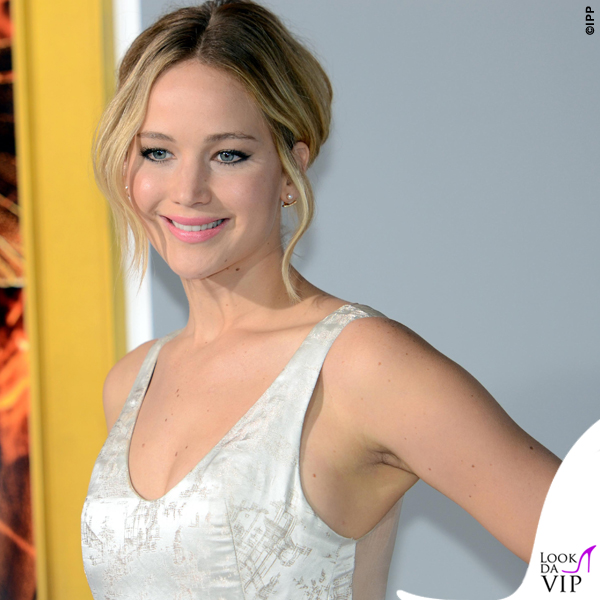 Jennifer Lawrence Hunger Games abito Dior scarpe Aquazzurra gioielli Anita Ko Vita Fede clutch Roger Vivier 12