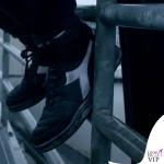 Marco Mengoni Guerriero felpa Neil Barrett attrezzatura moto scarpe Diadora 10