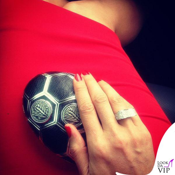 Megan Gale Melbourne Cup abito Victoria Beckham clutch Bulgari anello Canturi 2