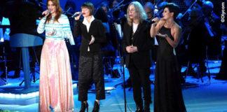 Alessandra Amoroso Concerto di Natale 2014 giacca pantaloni camicia Malloni scarpe Ixos