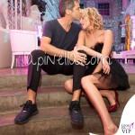 Matrimonio Alessia Marcuzzi Paolo Calabresi Marconi Londra abito Alberta Ferretti scarpe Casadei