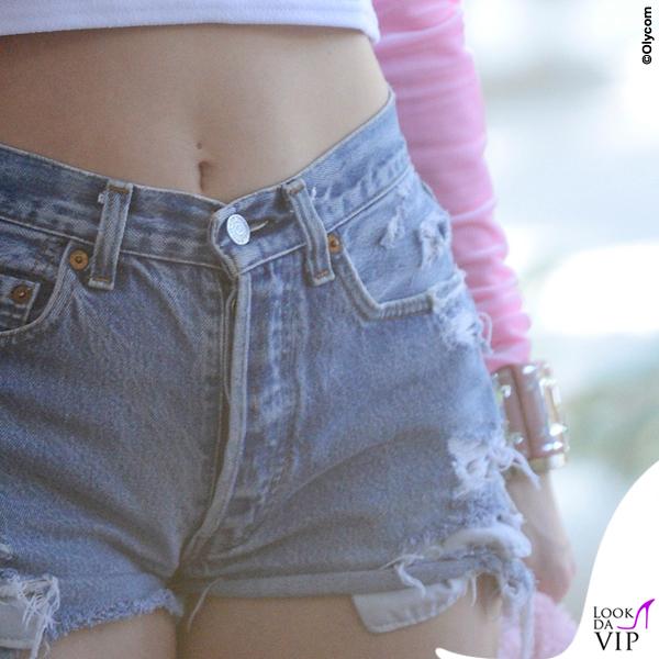 Miley Cyrus maglietta capezzoli 8