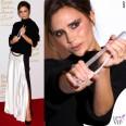 Victoria Beckham British Fashion Awards maglione gonna Victoria Beckham scarpe Manolo Blanik