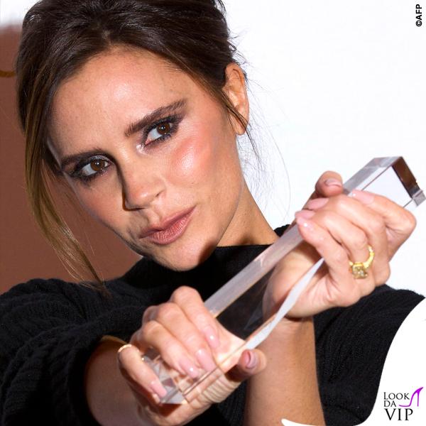 Victoria Beckham British Fashion Awards maglione gonna Victoria Beckham scarpe Manolo Blanik 3