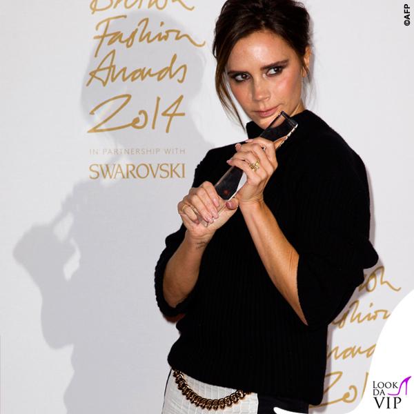 Victoria Beckham British Fashion Awards maglione gonna Victoria Beckham scarpe Manolo Blanik 5