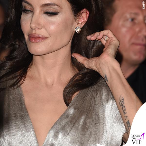 Angelina Jolie Critics' Choice Awards abito Atelier Versace tatuaggio 2