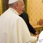 Angelina Jolie udienza Papa Francesco cappotto Saint Laurent 5