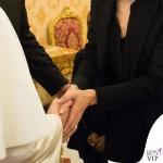 Angelina Jolie udienza Papa Francesco cappotto Saint Laurent 6