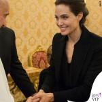 Angelina Jolie udienza Papa Francesco cappotto Saint Laurent 7