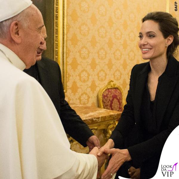 Angelina Jolie udienza Papa Francesco cappotto Saint Laurent