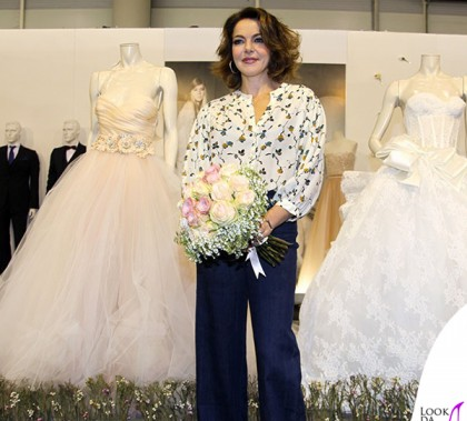 Claudia Gerini Romasposa camicia jeans Hebe Studio