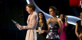 Ellen Pompeo People's Choice Award jampsuit Elie Saab clutch Salvatore Ferragamo orecchini Graziela Gems 3