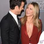 Jennifer Aniston Critics' Choice Awards tailleur Gucci Justin Theroux 2