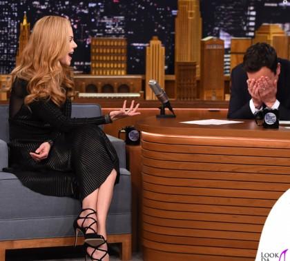 Nicole Kidman The Tonight Show di Jimmy Fallon abito Salvatore Ferragamo scarpe Dolce & Gabbana 5