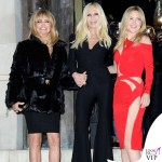 PFW sfilata Versace Goldie Hawn Donatella Versace Kate Hudson abito Versace 3