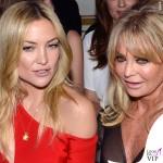 PFW sfilata Versace Kate Hudson abito Versace Goldie Hawn 2