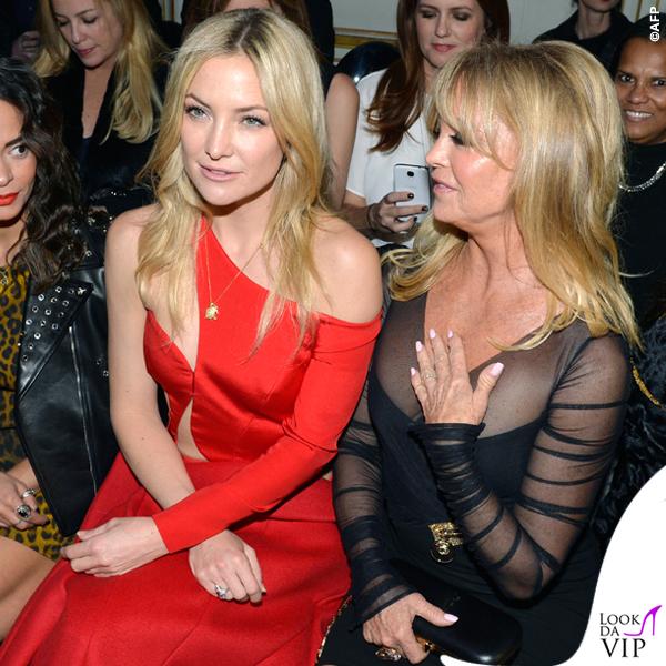 PFW sfilata Versace Kate Hudson abito Versace Goldie Hawn