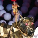 Katy Perry Super Bowl 2015 costumi Moschino by Jeremy Scott 2